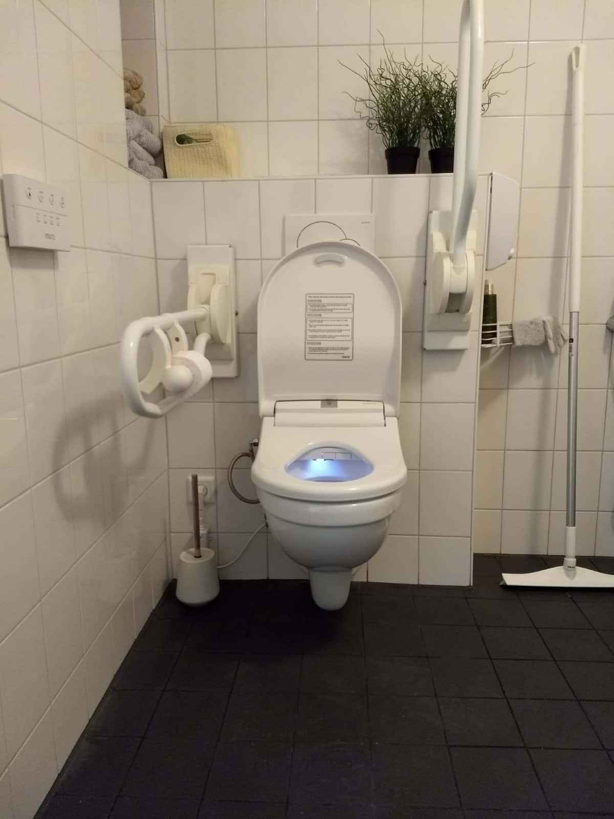 Installatie Maro DI600 douchewc badkamer