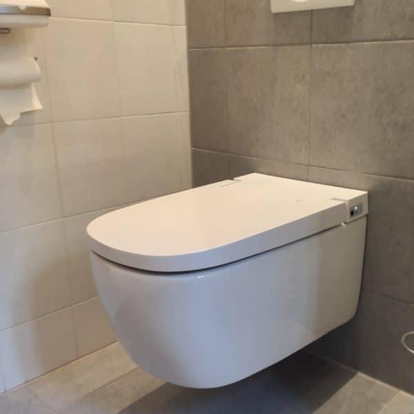 Vitra_installation_v-care_shower_toilet_Frissebips